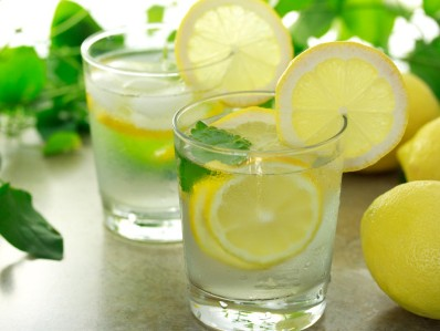 柠檬片泡水的方法_