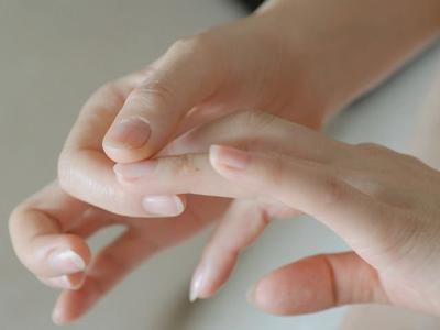看手相知健康:指甲易断或缺维生素