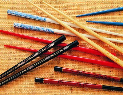 此外,由于使用的频率导致筷子表面的可食用漆遭受磨损.