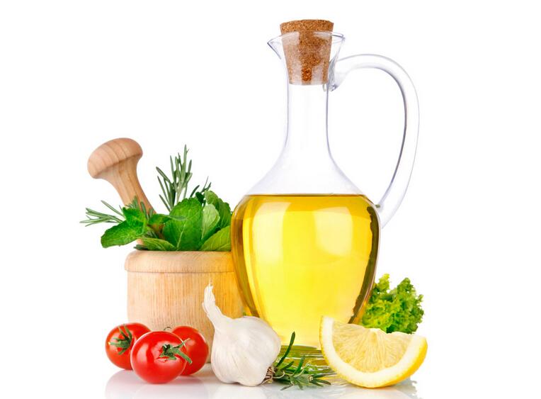食用油是我们日常生活中必不可少的