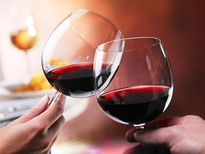 女性喝红酒有助于延缓记忆衰老