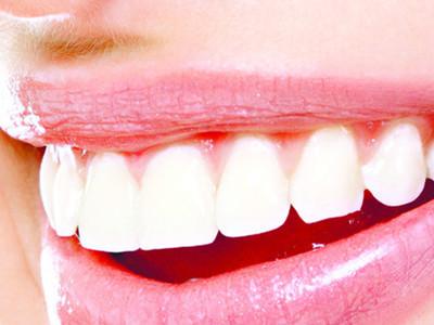 宝宝牙龈发白_左上方一颗牙齿有黑缝-牙齿与牙龈缝处发黑_牙齿缝隙发黑_牙齿 ...