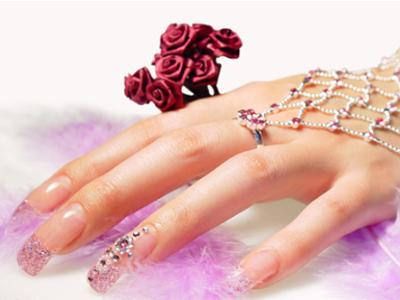 女性的无名指往往与食指一样长或者更短