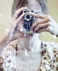 厌食症女孩的自拍照