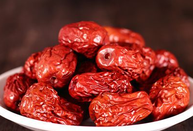 女性多吃红枣好处多 夏季红枣与荷叶更配哦