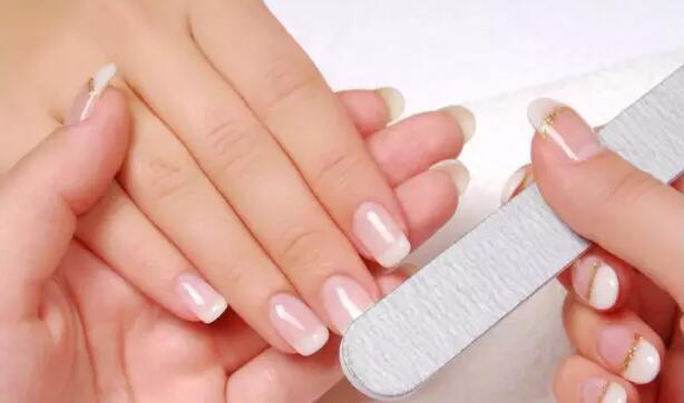 跟卸除美甲胶时的效果一样,经常用指甲锉虽然会让指甲表面变得光滑图片