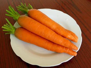 胡萝卜雕刻金鱼步骤图解