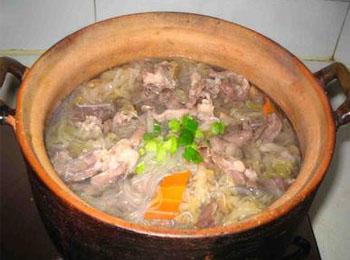 砂锅酸�9ॹ�y�h_砂锅酸菜羊肉粉的做法