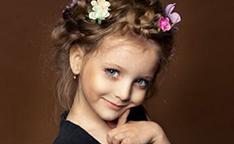 俄罗斯小萝莉被赞完美颜值