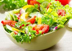 吃富含维他命的蔬果、多喝白开水